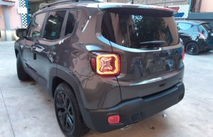 Jeep-Renegade-Granite-Crystal-Black-line-7-700x450